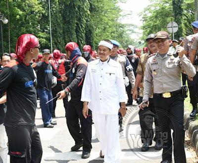 Bupati Purwakarta, Kang Dedi Mulyadi, datang untuk mendengarkan aspirasi buruh di BIC.