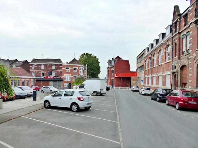 Tourcoing, Place du Théâtre - Collège Péguy