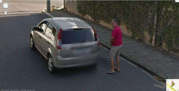 18 Hilariously Weird Moments Captured On Google Street View - Seriously, what is he up to