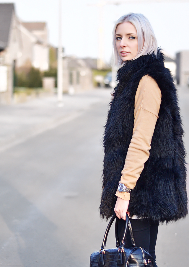 Fur vest bershka, camel sweater, zara, blogger inspiration
