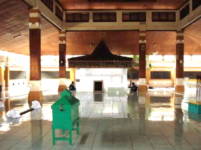 gambar Makam Troloyo