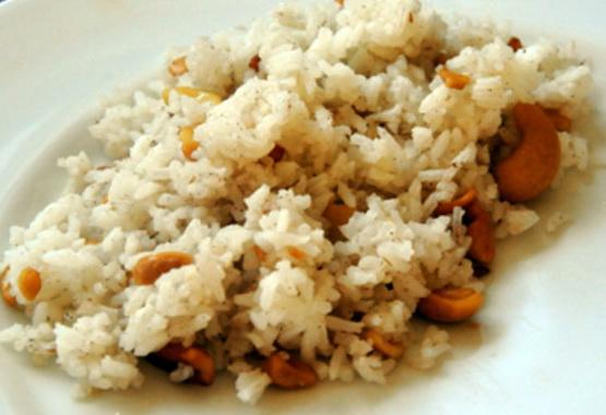 Riz aux noix de cajou et à la cannelle (Bai Krob Chanti)