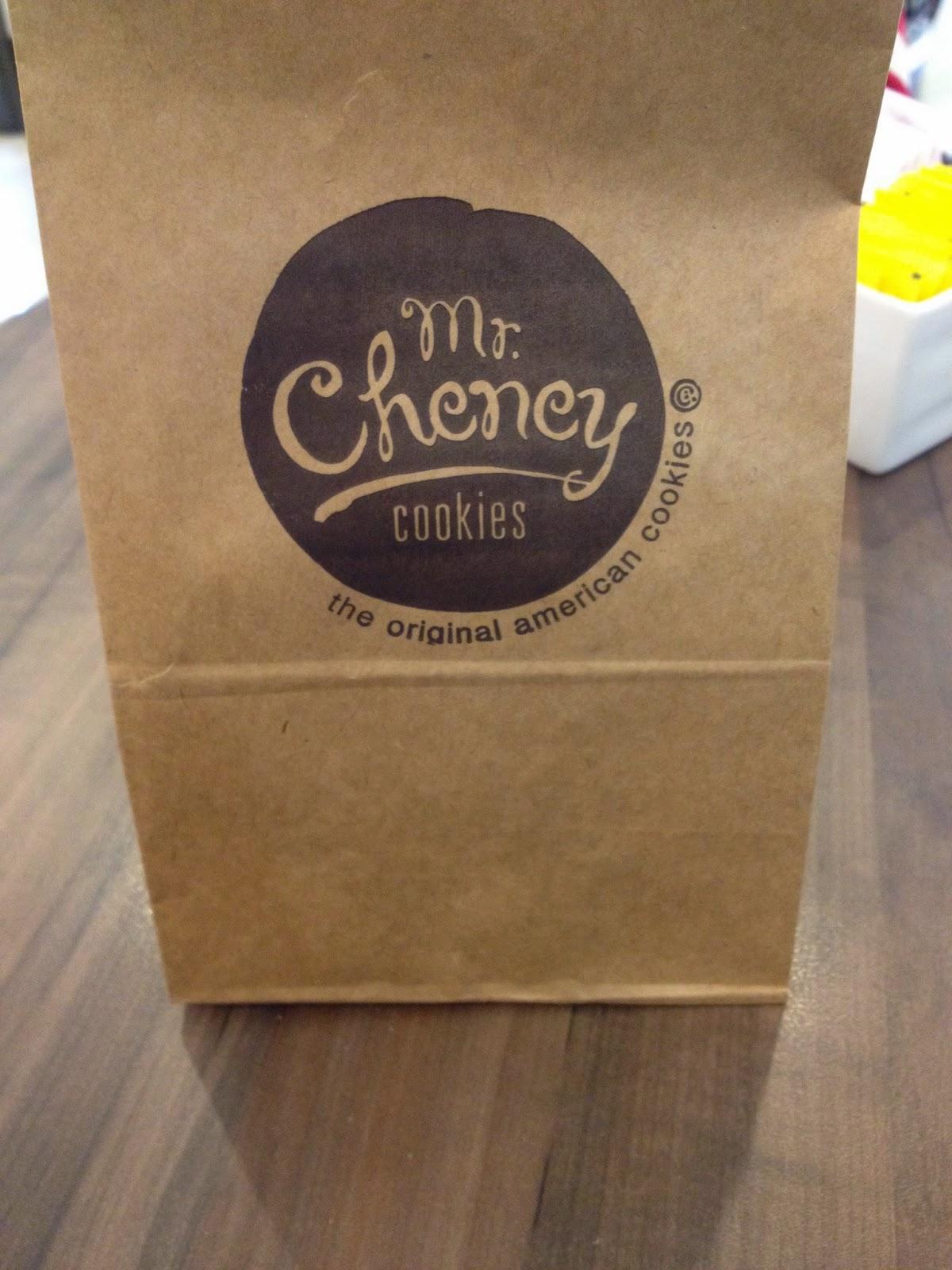 MR+CHENEY+2 Receita: Chocolate Chip Cookies com Nozes do Mr. Cheney