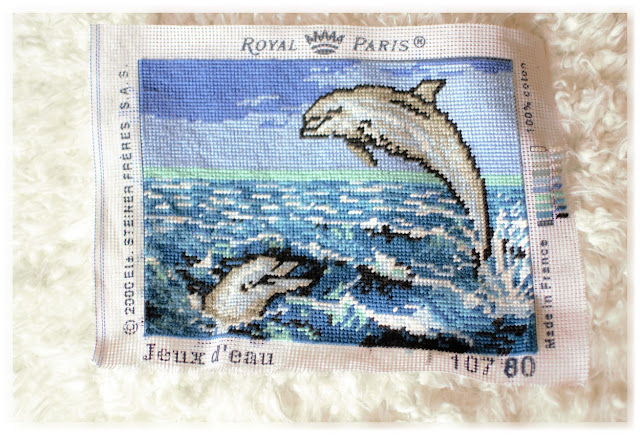 canevas dauphins dans la mer