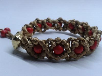 bransoletka , sznurek szatynowu  drewniane, czerwone koraliki