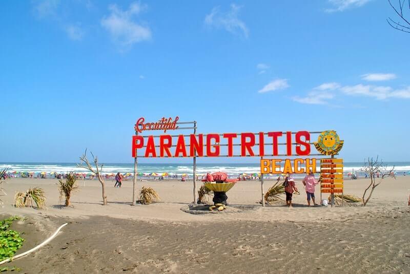 foto keindahan pantai parangtritis jogja