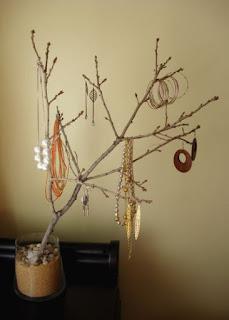 Colgar joyas con rama reciclada proyecto DIY