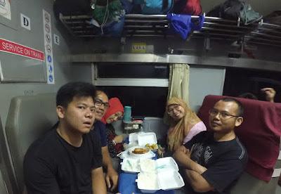 Makan Malam di Kereta
