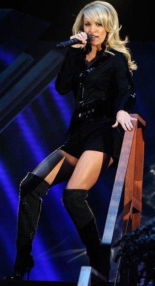 Foto de Carrie Underwood cantando en una presentación