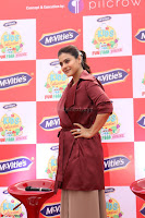 Kajol Looks super cute at the Launch of a New product McVites on 1st April 2017 07.JPG