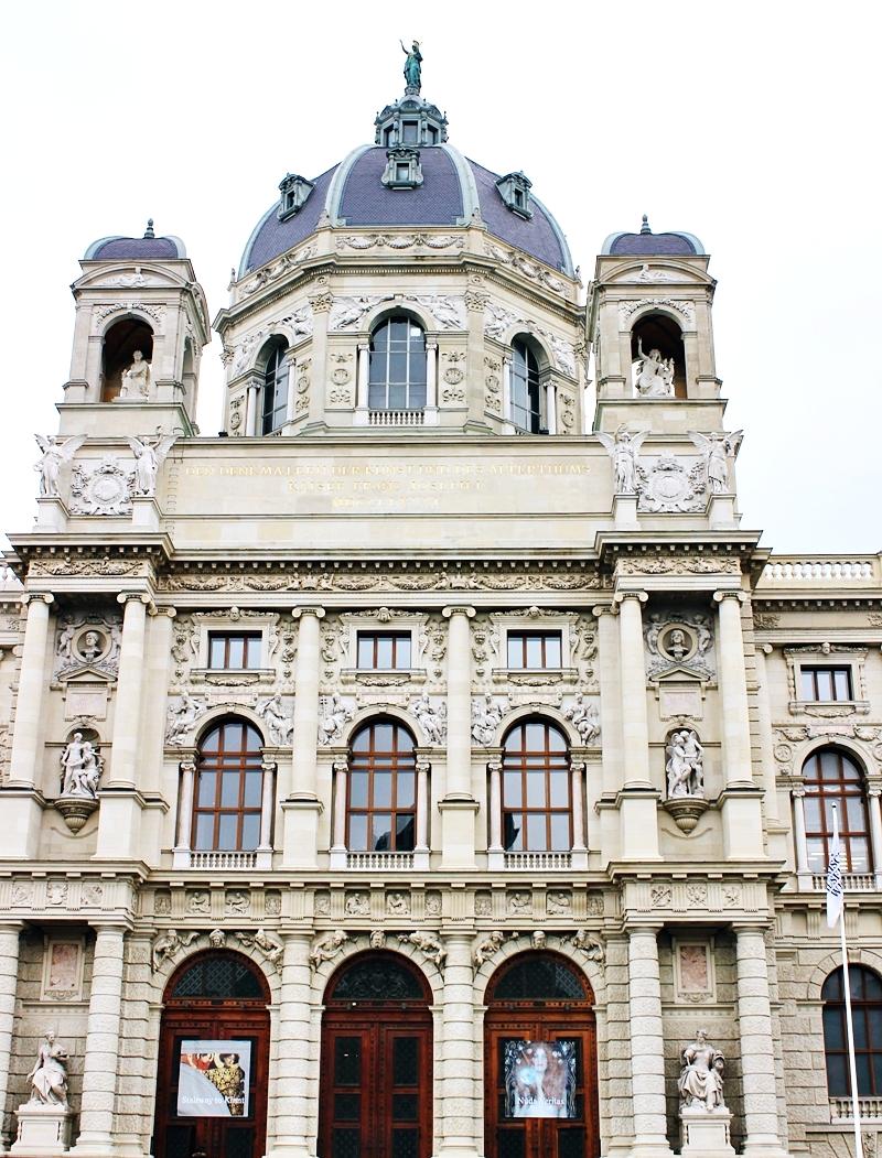Square of Maria Theresa (Maria Theresien Platz) Vienna; trg Marije Terezije Beč