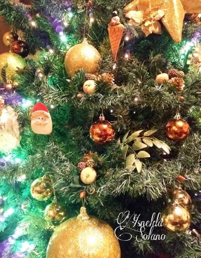 Adornos-para-el-árbol-de-navidad-en-porcelana-fría