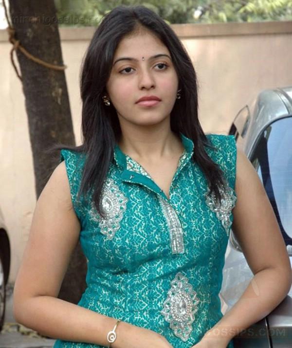 Funtrublog: Actress Anjali New Stills In Stylish Dress