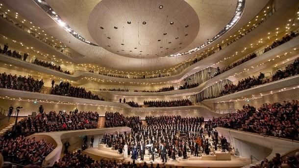 Jovano Jovanke at Elbphilharmonie in Hamburg, Germany