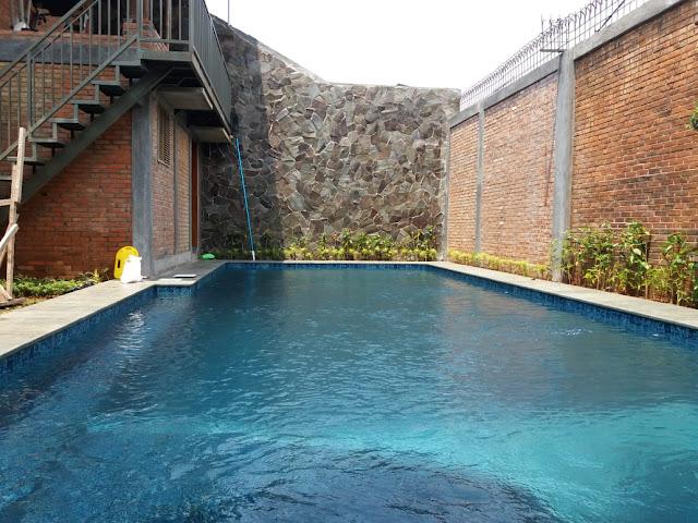 Arif pool jasa perawatan kolam renang telah datang di kota solo...