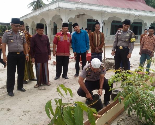 Kasubbag Humas Polres  Irwan Sikumbang Apresiasi Bhabinkantibmas Sintuak Toboh Gadang Aipda Roy Martin, SH