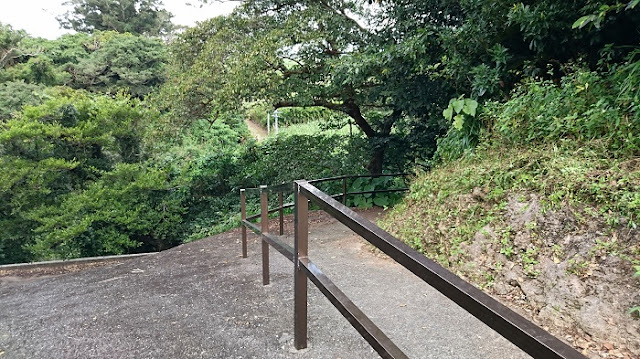 前川樋川と前川民間防空壕の写真