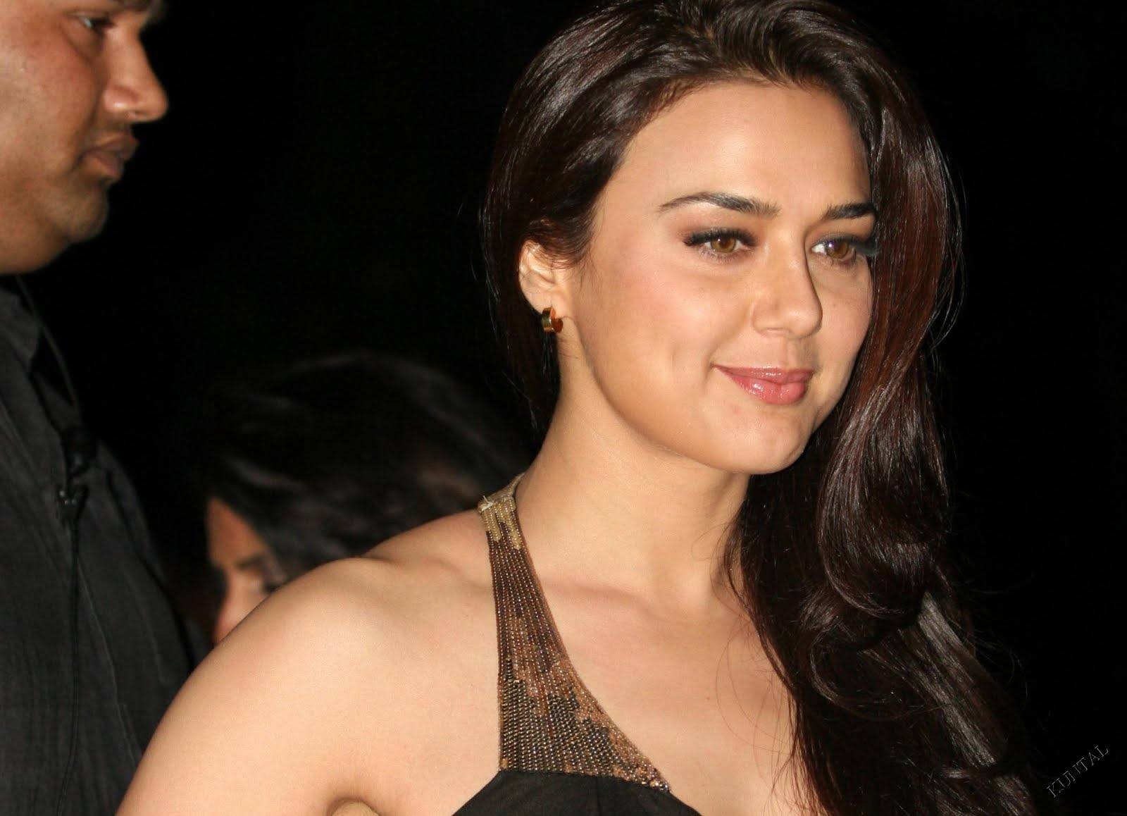 Photos Hot Pictures Sexy Wallpapers Preity Zinta Gallery-8950