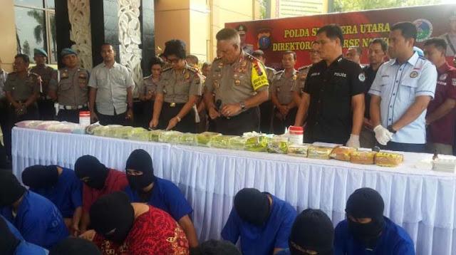 Kapolda Sumatera Utara, Irjen Pol Paulus Waterpauw memberikan keterangan pers.