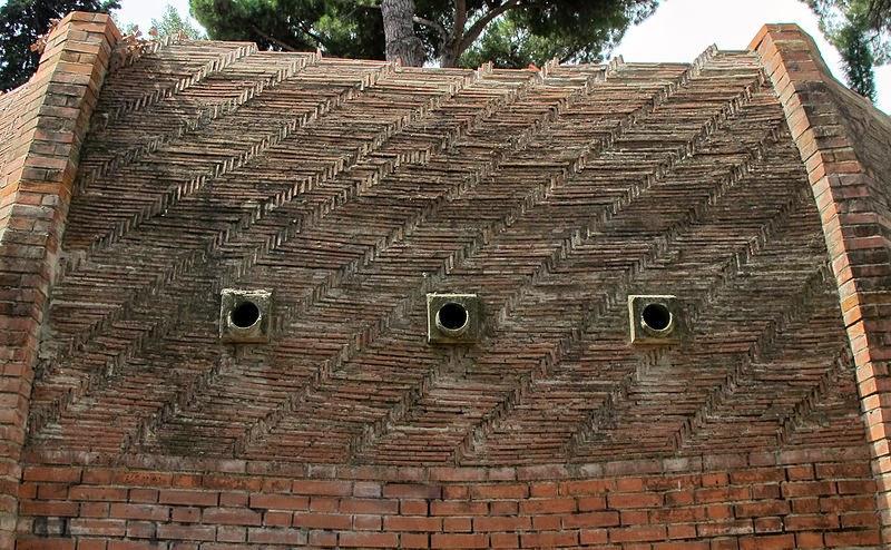 Reconstrucción Parcial de la cúpula de Florencia con los ladrillos en forma de espina de pez