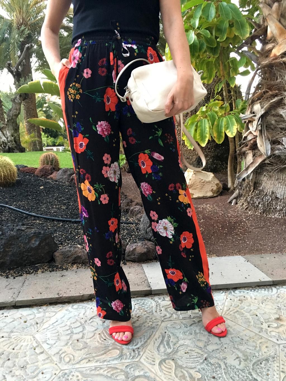 pantalón-flores-zara-bolso-bimba-y-lola