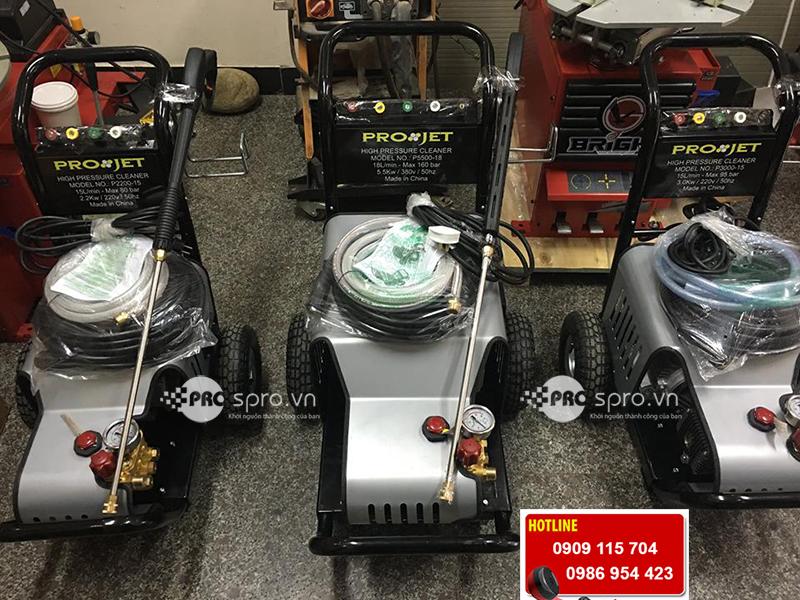 Giá máy xịt nước rửa xe chuyên nghiệp, máy phun rửa xe áp lực cao