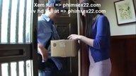 สาวพลาดท่าโดนพนักงานส่งของออนไลน์จับเย็ดทำเมียตอนอยู่บ้านคนเดียว
