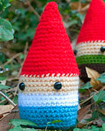 http://enemydolls.blogspot.com.es/2013/09/patron-libre-de-gnomo-gnome-libre.html
