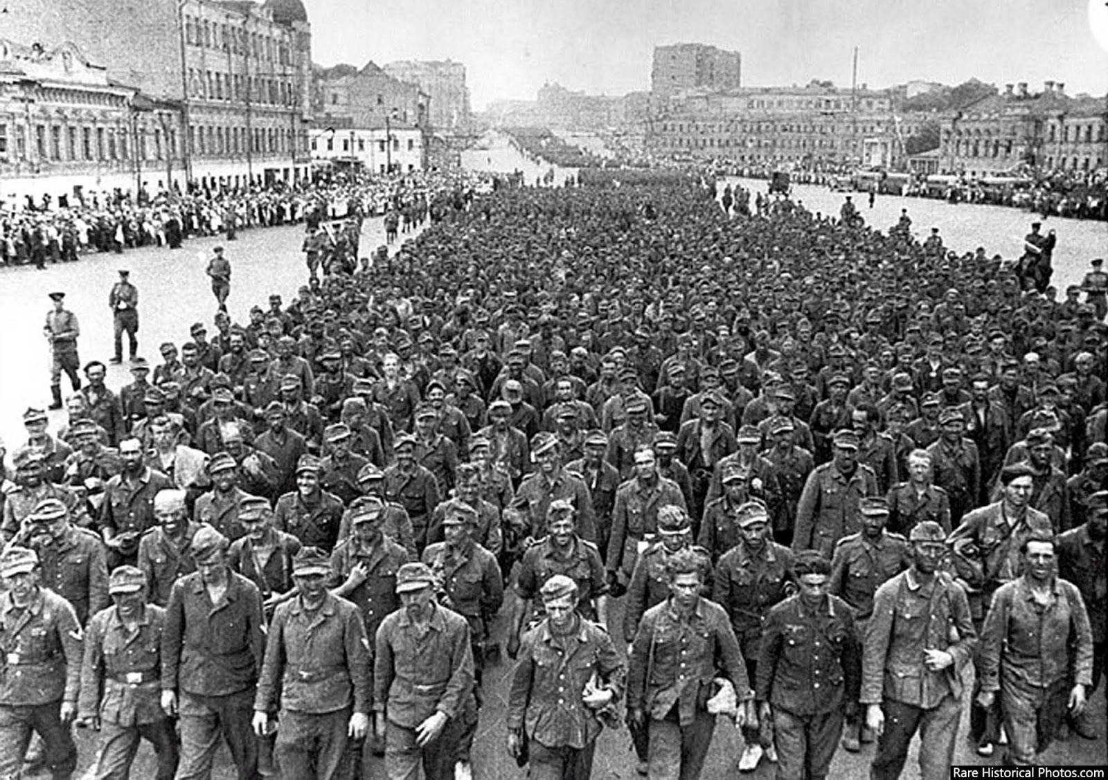 Parade of 57,000 German prisoners of war in the streets of Moscow. Under escort 1944.