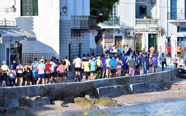 """Περισσότεροι από 19.000 άνθρωποι από 42 χώρες κατέκλυσαν το νησί των Σπετσών για τον 8ο """"Spetses Mini Marathon"""""""