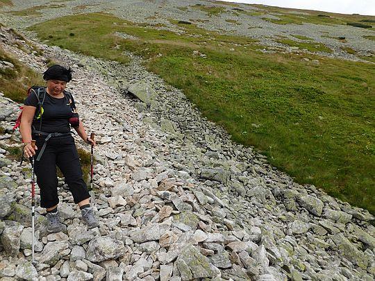 Drepczemy ostrożnie po drobnych kamieniach.