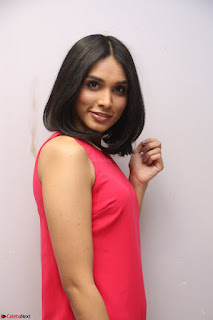 Spatika Surapaneni in Red Tight Dress at FBB Miss India 2017 finalists at Telangana auditions Feb 2017 (36).JPG