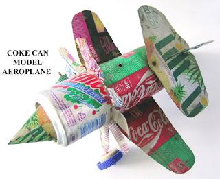 Avión hecho con latas de coca-cola recicladas.