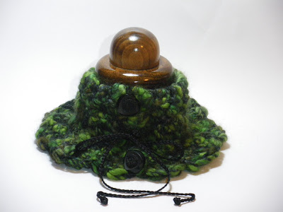 Cuello lana en verdes y negros. VENDIDO