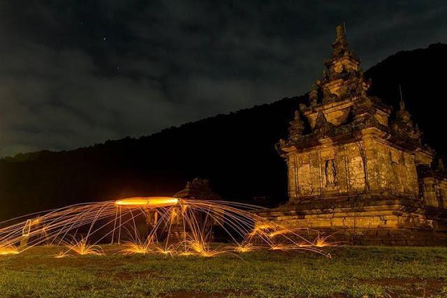 foto keren malam hari di candi gedong songo