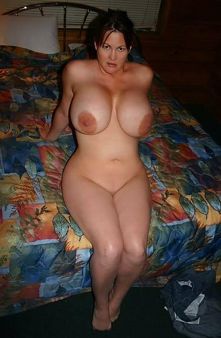 Huge Boobs Milf Pics