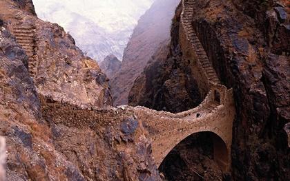 Yemen'deki Şahareh Ahlar Köprüsü