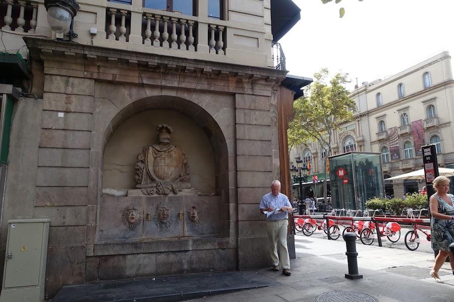ボケリア広場の噴水(Font del Pla de la Boqueria)
