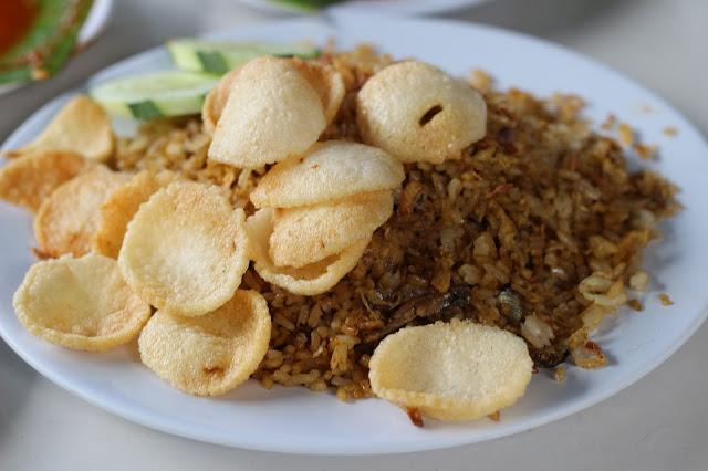 Nasi goreng ikan teri ala bebakaran