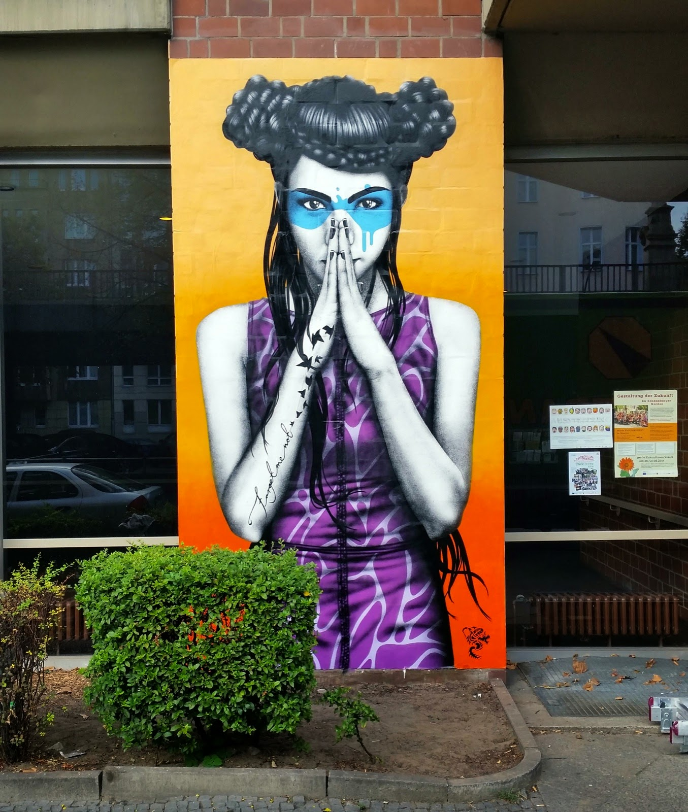 Fin DAC recently stopped by Berlin in Germany where he was invited by Urban Nation and London Graffiti to paint a new piece for the One Wall project.