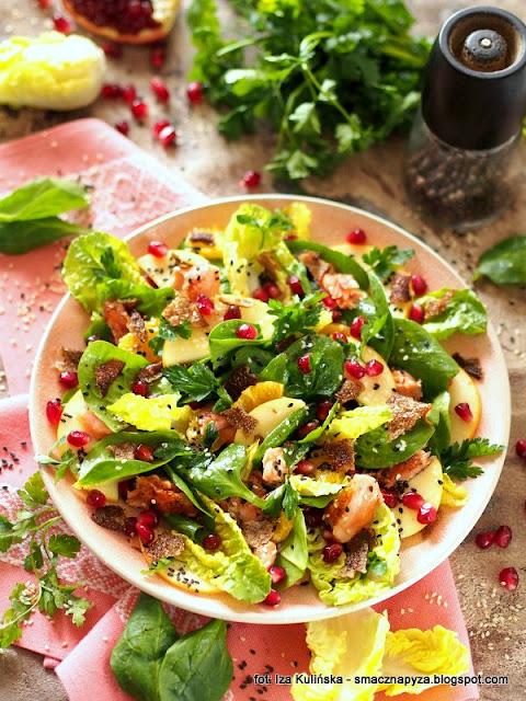 salatka ze szpinaku, salatka z ryba, pstrag lososiowy, szpinak, salata, lunch, kolacja, zdrowo i kolorowo