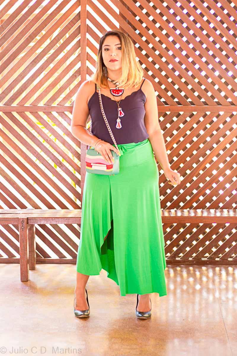 Uma peça, três looks: saia midi verde e moda compartilhada em Brasília