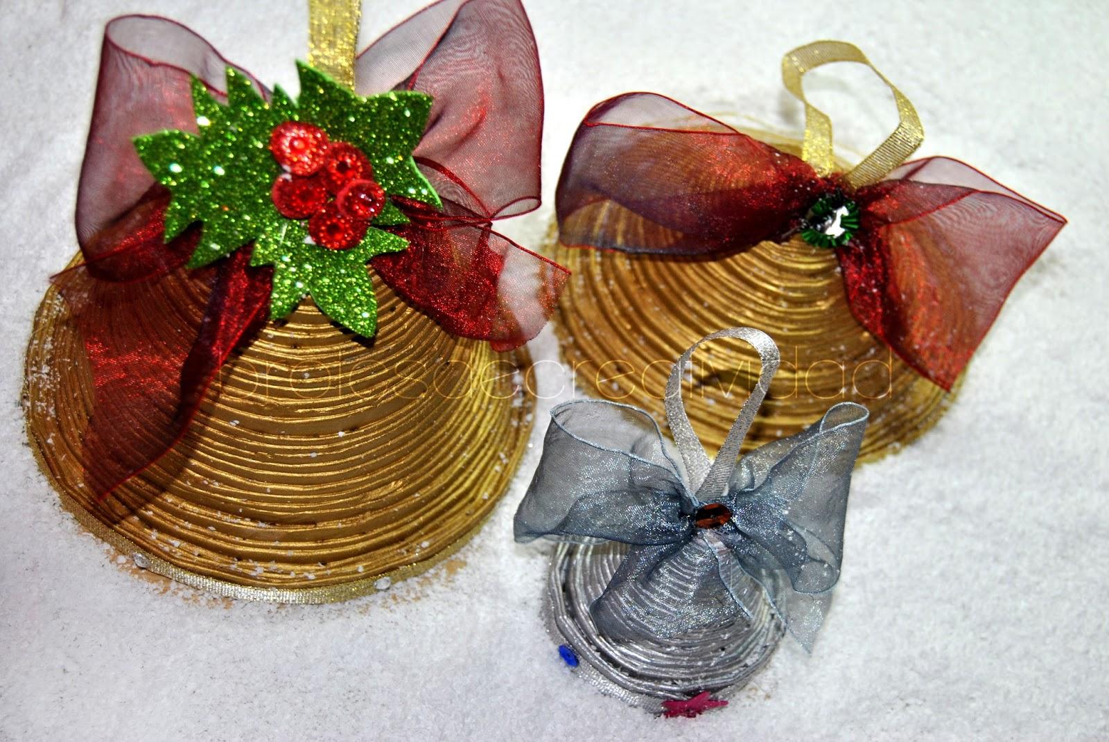 campanas de peridico para decorar esta navidad