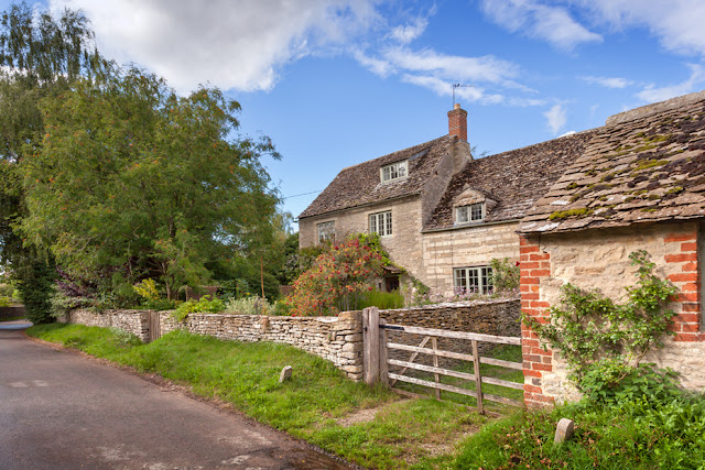 Cotswold cottage on the Oxfordshire village of Kelmscott by Martyn Ferry Photography