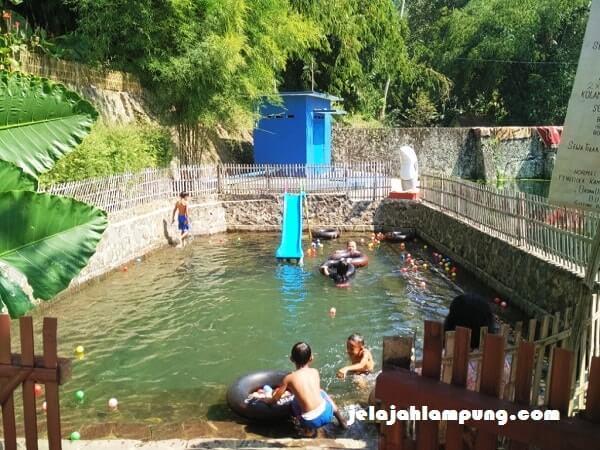 kolam renang margo tirto gisting