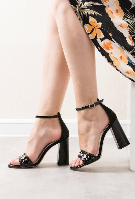 Sandale negre din piele naturala cu toc inalt si gros cu aplicatii cu perle