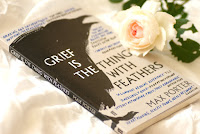 Grief is the Thing with Feathers von Max Porter