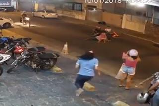 Câmeras flagram atropelamento de idoso e duas crianças na Capital; veja vídeo
