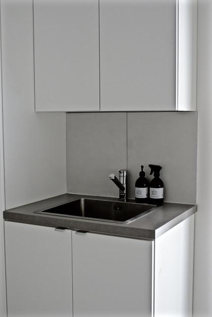 kodinhoitohuone, cilla`s, musta, valkoinen, harmaa, matto, pääsiäinen, minimalisitinen, skandinaavinen, raita, zicos