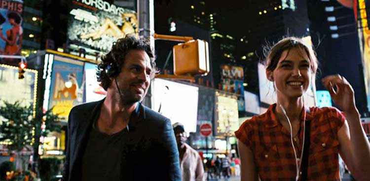 Dan and Gretta just enjoy the music in a thrilling night in the city in Begin Again.